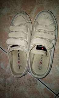 Sepatu Airwalk White