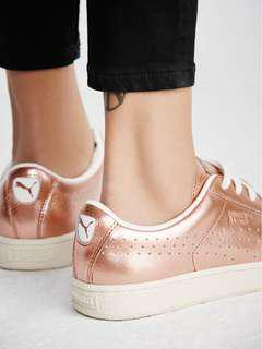 Rose gold Metallic Pumas