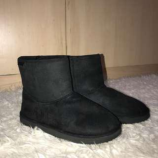 H&M Divided Black Fur Boots