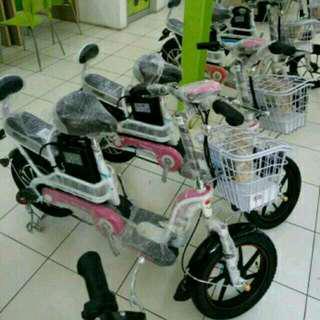 Sepeda listrik anak dan ibu