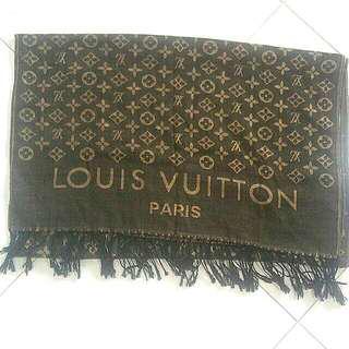 LV shawl