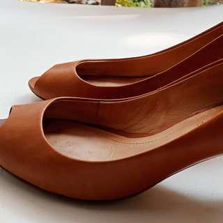 Sepatu branded Masimmo Dutti