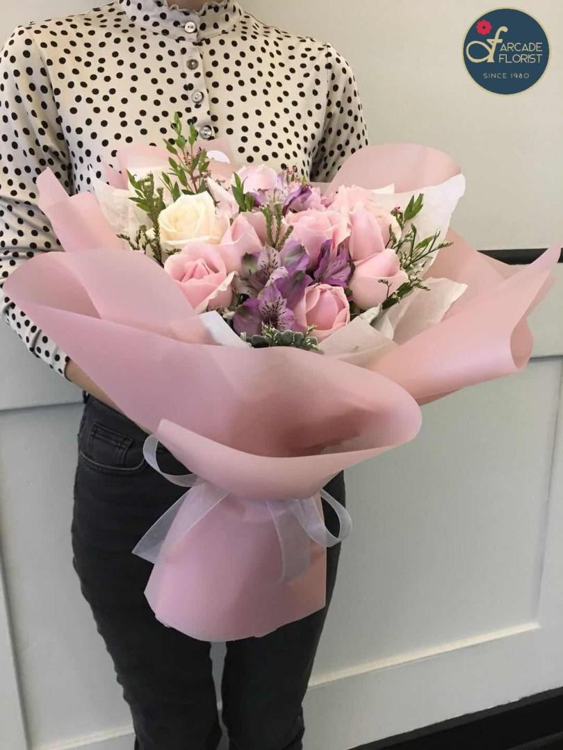 10 Stalks Spray Pink White Rose Bouquet Rose Flower Flower Bouquet Flower Flowers Fresh Flower Rose Roses Gardening Flowers Bouquets On Carousell