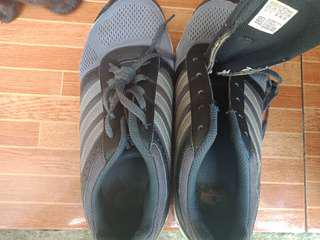 Im selling my bunso's pre-loved shoes