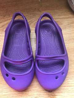 🚚 Crocs紫色女童鞋13.5公分