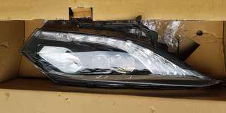 Honda vezel right side headlight