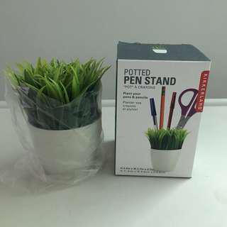 Kikkerland Pen stand