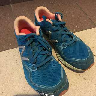 🚚 New balance running shoes