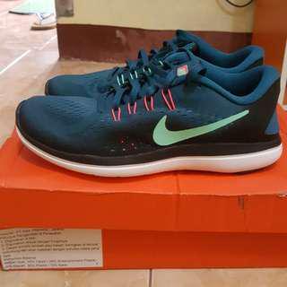 Sepatu running nike original
