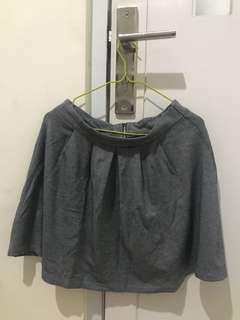 Short skirt grey