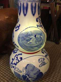 Blue and White Gourd-shaped Vase (青花葫芦花瓶)In perfect condition (全美)