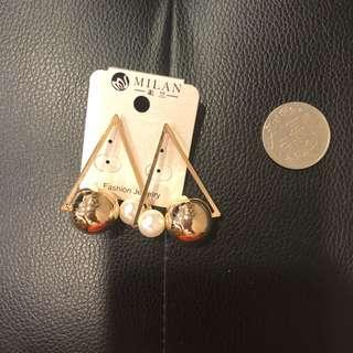 🚚 歐美金色珍珠三三角耳環