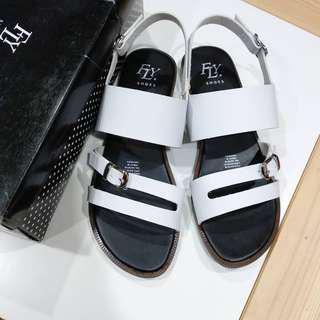 Fly sepatu sandal
