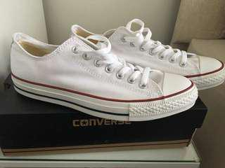 Low cut white converse