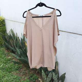 【FOREVER 21】 Beige Off-Shoulder Top