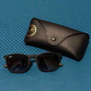 AUTHENTIC. Ray Ban Chris - RB4187