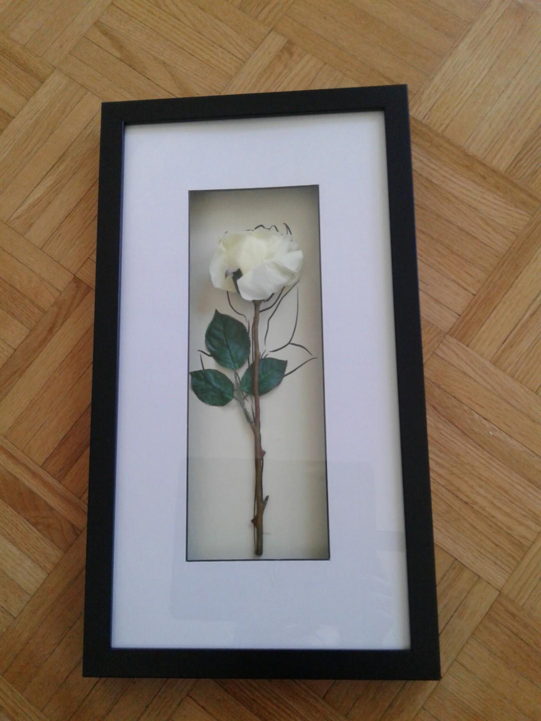 2 flower picture frames