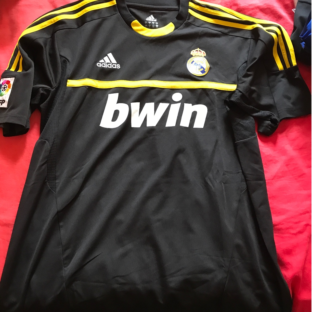 71601b9c7 Brand new without tags Real Madrid 2011 away goalkeeper jersey size ...