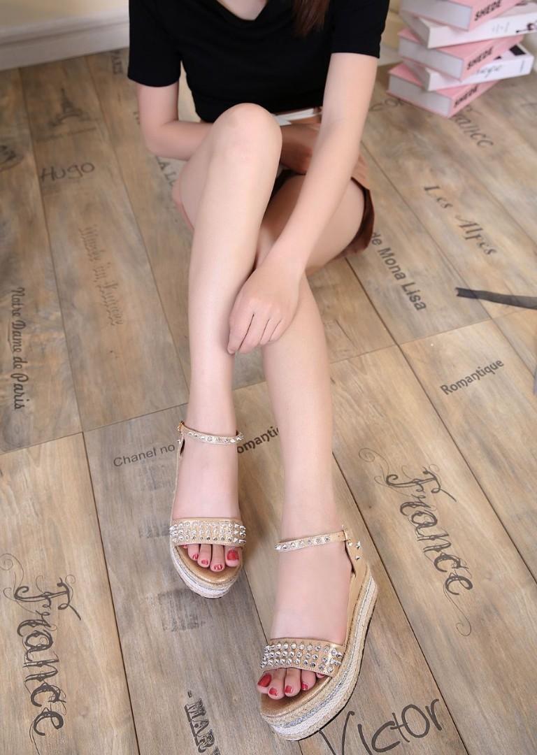 moins cher 52532 6eb3d Christian Louboutin Paris Wedges, Women's Fashion, Shoes ...