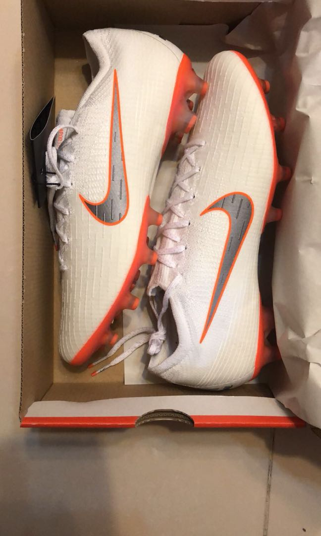 1528c3fb687e Nike ball boot football soccer, Sports, Athletic & Sports Clothing ...