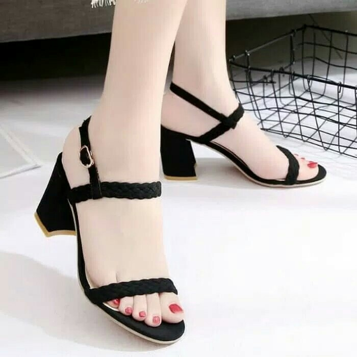 Sandal wedges hak tahu kepang hitam, Women's Fashion, Women's Shoes on Carousell