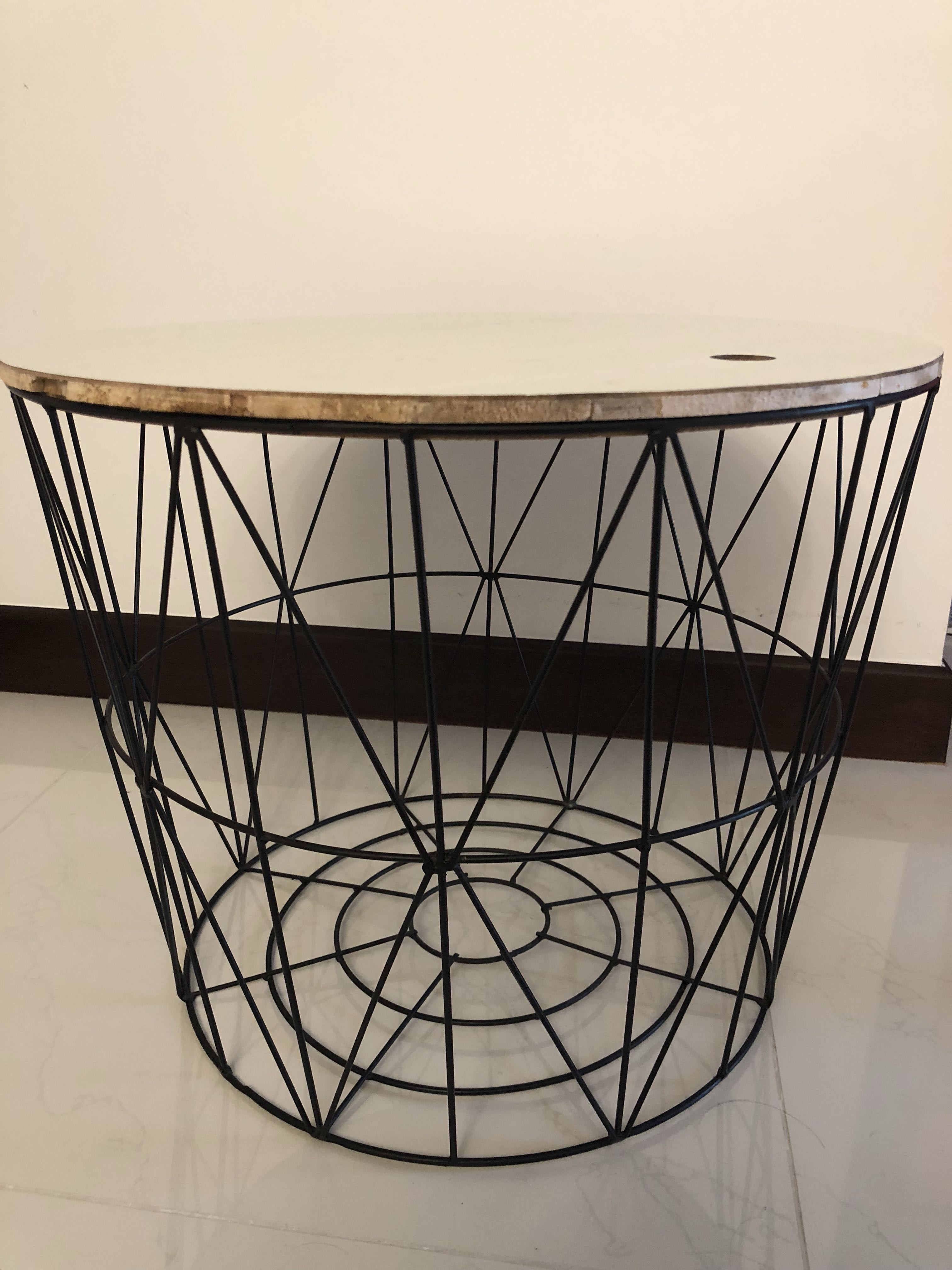 Polish Round Table.Wire Round Table