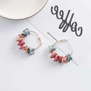🚚 Jenn Floral Hooped Earrings in Tri-Coloured Pastels