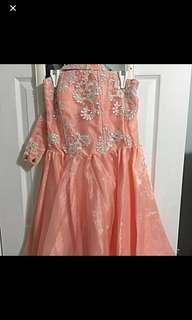 Organza peach gown with appliqué
