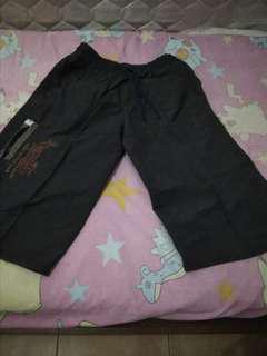 Celana pendek sedengkul