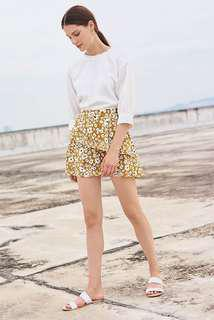 🚚 (pending) bnwt bnip tcl the closet lover jermaine floral skorts skirt in mustard yellow