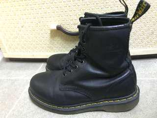 Dr. Marten 37 Black 8 holes