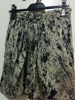 Leopard print skirt size: xs but fits like s