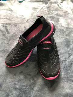 SKECHERS Black Rubber Shoes Size 5.5 (preloved)