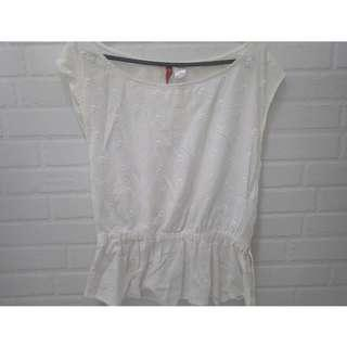 H&M white skull cotton top