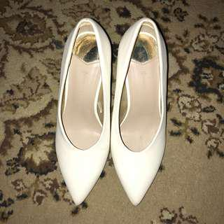 Stradivarius White Block Golden Heels