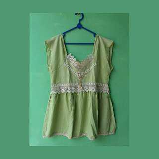 #MauiPhoneX green blouse top