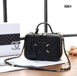 Chanel Vanity Case Bag 8066  Bahan kulit (caviar leather) Dalaman kulit  (smooth 7472da94d9