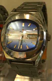 Aroma藍色電視機面機械錶