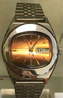 Aroma橙色電視機面機械錶