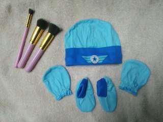 Newborn Set (Cap,Mittens, Boots)