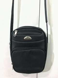 ✨BARELY USED✨ SAMSONITE Black Sling Bag