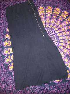 Black skirt robek samping