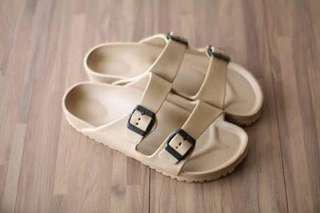 Red Appel sandal