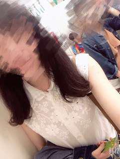 🚚 純白蕾絲雕花無袖襯衫