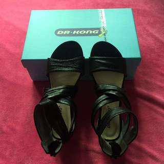 D.R.   Hong真皮涼鞋原價$539,買細在平賣,36號碼,全新有誠意可評啲。