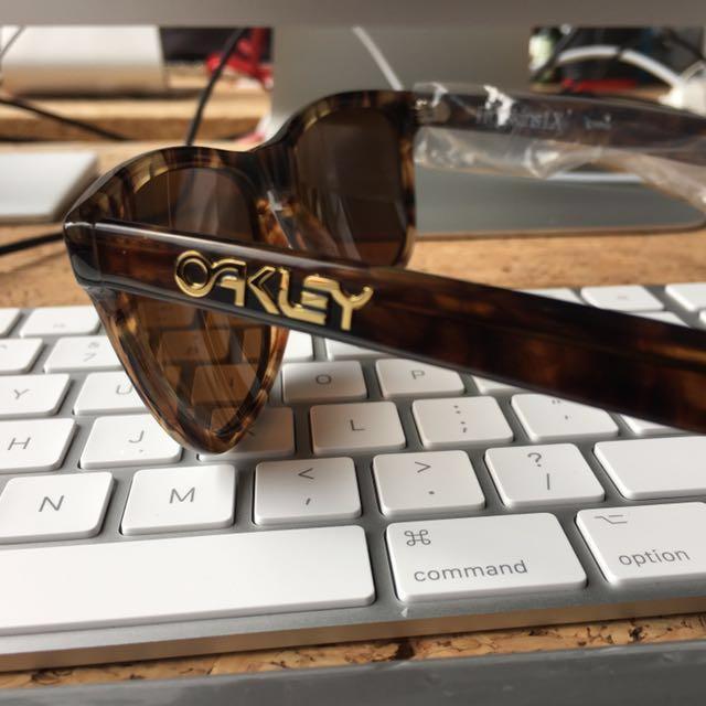 148582a719e BNIB Oakley Frogskin LX dark Brown Tortoise W Dark Bronze