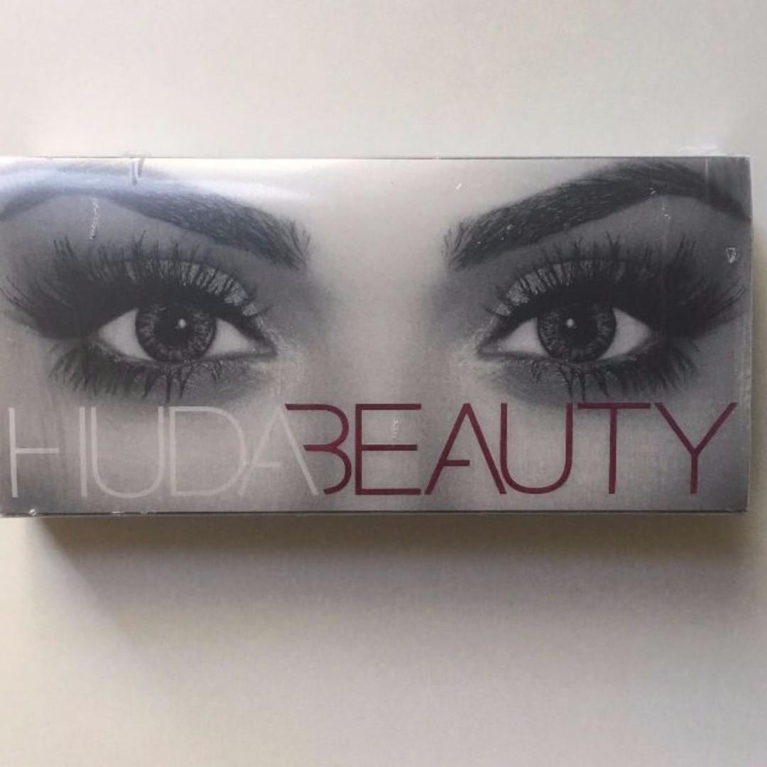 """HUDA BEAUTY Classic Lash """"Samantha"""" BRAND NEW IN PACKET & AUTHENTIC (NO SWAPS, PRICE IS FIRM)"""