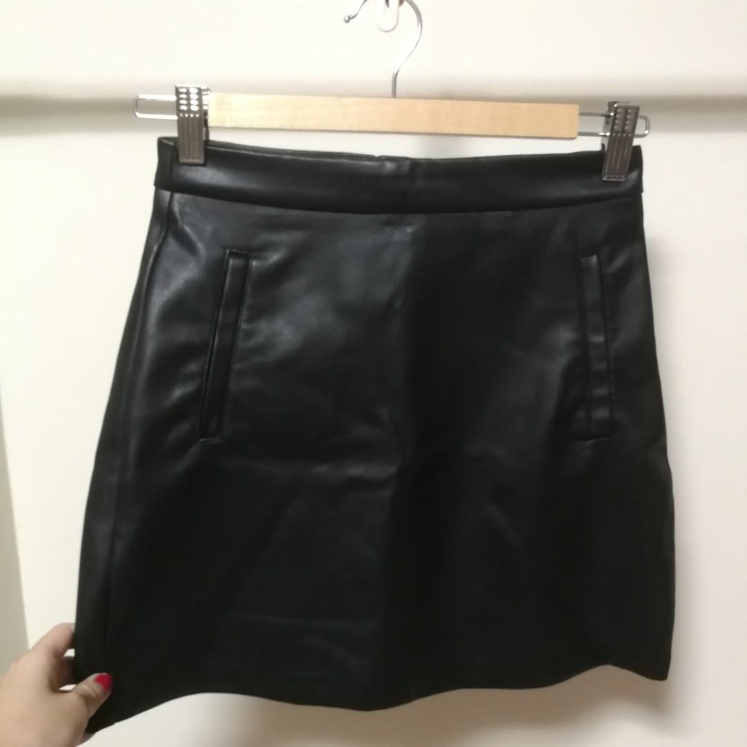 good texture world-wide renown matching in colour Pull & Bear PU Leather Mini Skirt, Women's Fashion, Clothes ...