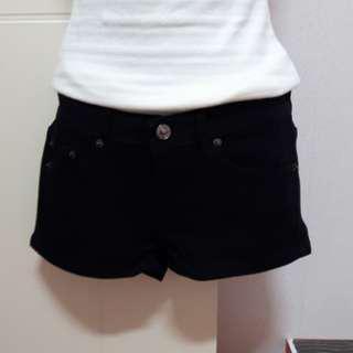 黑色素面牛仔短褲