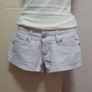 白色素面牛仔短褲